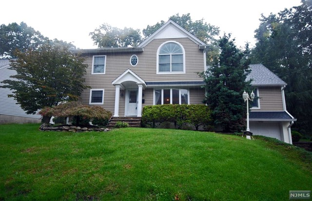 Single Family Home for Sale at 199 Spruce Street 199 Spruce Street Midland Park, New Jersey 07432 United States