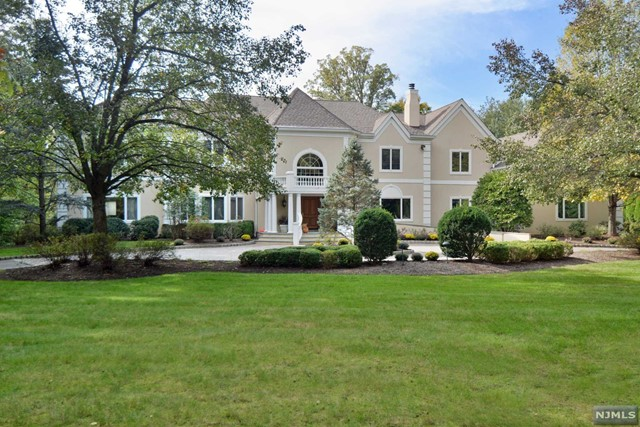Single Family Home for Sale at 5 Burning Hollow Road 5 Burning Hollow Road Saddle River, New Jersey 07458 United States