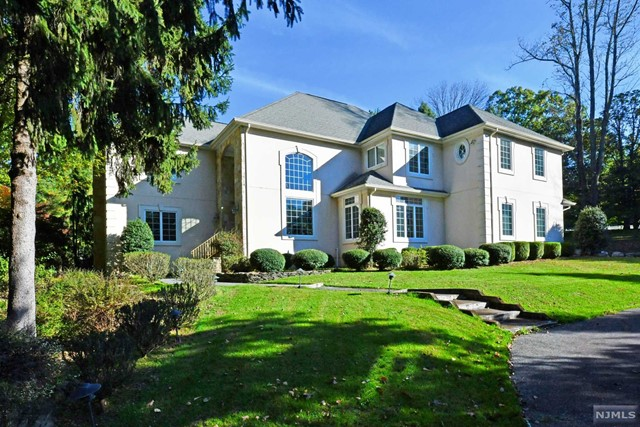 Single Family Home for Sale at 56 Jacquelin Avenue 56 Jacquelin Avenue Ho Ho Kus, New Jersey 07423 United States