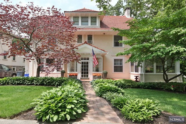 Single Family Home for Sale at 21 Edgewood Avenue 21 Edgewood Avenue Nutley, New Jersey 07110 United States