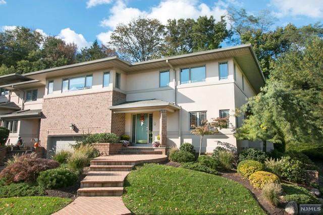Condominium for Sale at 22 Fox Run Road , Unit 22 22 Fox Run Road , Unit 22 Allendale, New Jersey 07401 United States