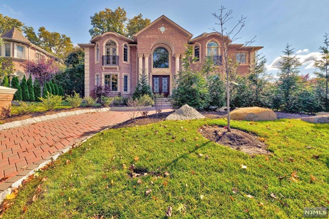 Single Family Home for Sale at 36 Cambridge Place Englewood Cliffs, New Jersey 07632 United States