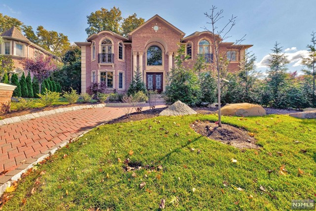 Single Family Home for Sale at 36 Cambridge Place 36 Cambridge Place Englewood Cliffs, New Jersey 07632 United States