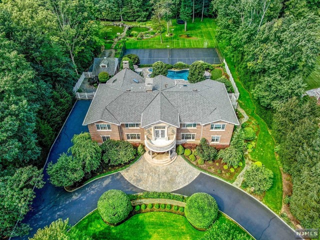 Single Family Home for Sale at 116 Oak Drive Upper Saddle River, New Jersey 07458 United States