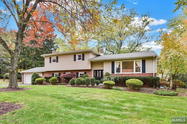 Single Family Home for Sale at 493 Eugene Way 493 Eugene Way Wyckoff, New Jersey 07481 United States