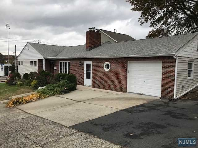 Single Family Home for Sale at 186 Hendel Avenue 186 Hendel Avenue North Arlington, New Jersey 07031 United States