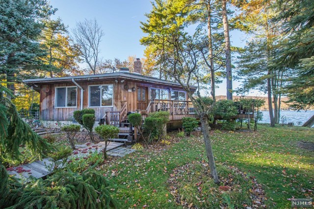 Single Family Home for Sale at 1 Storms Island 1 Storms Island West Milford, New Jersey 07421 United States