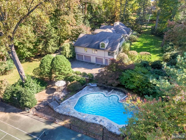 Single Family Home for Sale at 14 Lambs Lane 14 Lambs Lane Cresskill, New Jersey 07626 United States