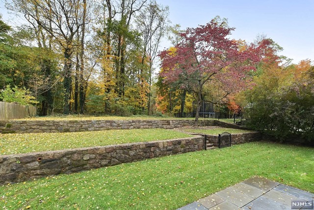 Additional photo for property listing at 130 Midwood Road 130 Midwood Road Glen Rock, New Jersey 07452 United States