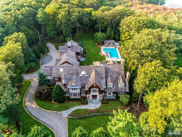 Single Family Home for Sale at 999 Scioto Drive 999 Scioto Drive Franklin Lakes, New Jersey 07417 United States