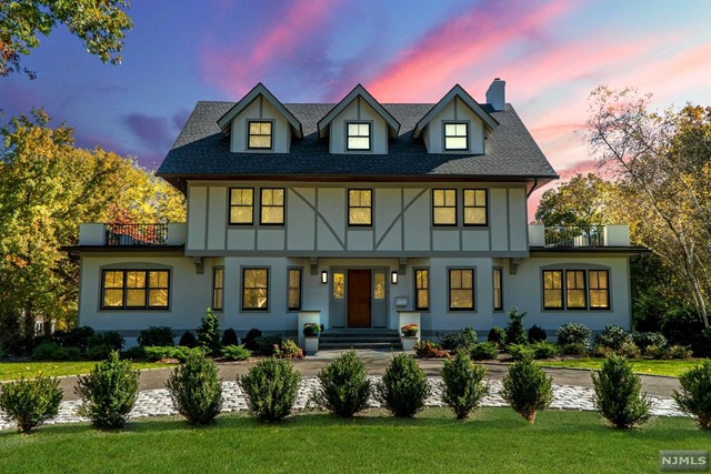 Single Family Home for Sale at 205 Lincoln Avenue 205 Lincoln Avenue Ridgewood, New Jersey 07450 United States
