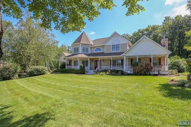 Single Family Home for Sale at 4 Pvt Lovett Court 4 Pvt Lovett Court Blauvelt, New York 10913 United States