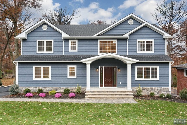 Single Family Home for Sale at 25 Sycamore Avenue 25 Sycamore Avenue Livingston, New Jersey 07039 United States