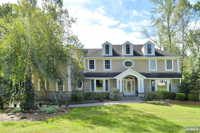 Single Family Home for Sale at 56 Pleasant Avenue 56 Pleasant Avenue Upper Saddle River, New Jersey 07458 United States