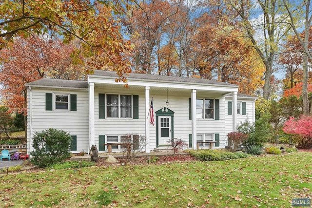Single Family Home for Sale at 782 High Mountain Road 782 High Mountain Road North Haledon, New Jersey 07508 United States