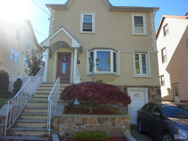Single Family Home for Sale at 183 Arlington Boulevard 183 Arlington Boulevard North Arlington, New Jersey 07031 United States