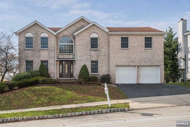 Single Family Home for Sale at 8 Fox Boro Road 8 Fox Boro Road Wayne, New Jersey 07470 United States