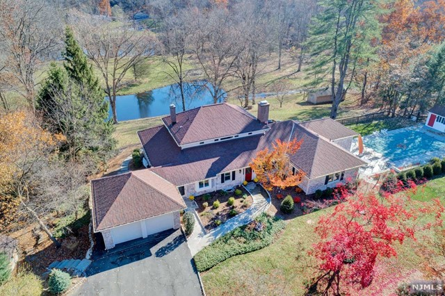 Single Family Home for Sale at 87 Deerhaven Road Mahwah, New Jersey 07430 United States