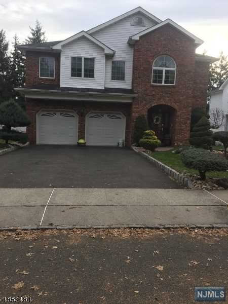 Villas / Townhouses for Sale at 105 Ritorto Court 105 Ritorto Court Union, New Jersey 07083 United States