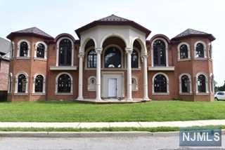 Single Family Home for Sale at 1160 Crescent Way 1160 Crescent Way Fort Lee, New Jersey 07024 United States
