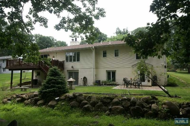Single Family Home for Sale at 72 Thornton Drive 72 Thornton Drive North Haledon, New Jersey 07508 United States