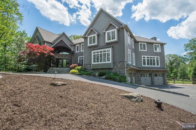 Single Family Home for Sale at 25 Red Oak Lane 25 Red Oak Lane Kinnelon, New Jersey 07405 United States