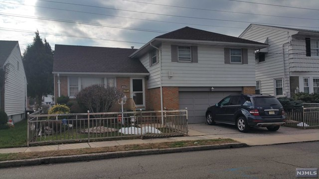Single Family Home for Sale at 19 Bergen Avenue 19 Bergen Avenue North Arlington, New Jersey 07031 United States