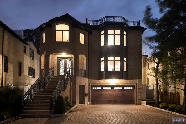 Single Family Home for Sale at 57 Riverview Avenue 57 Riverview Avenue Cliffside Park, New Jersey 07010 United States