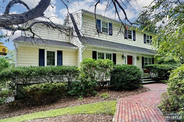 Single Family Home for Sale at 10 Hillside Avenue 10 Hillside Avenue Upper Saddle River, New Jersey 07458 United States