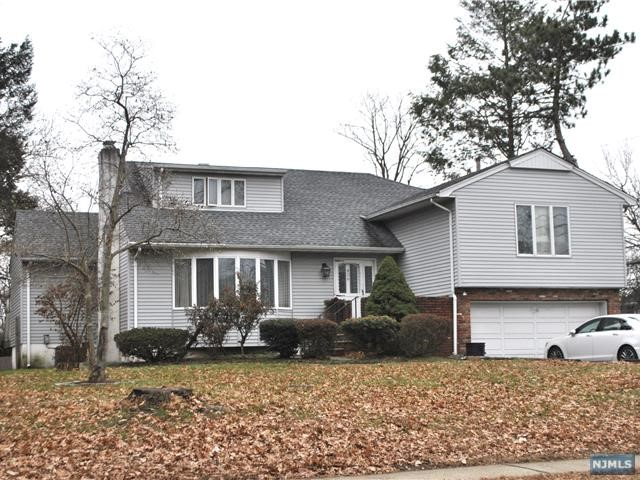Single Family Home for Sale at 456 Tappan Road 456 Tappan Road Northvale, New Jersey 07647 United States