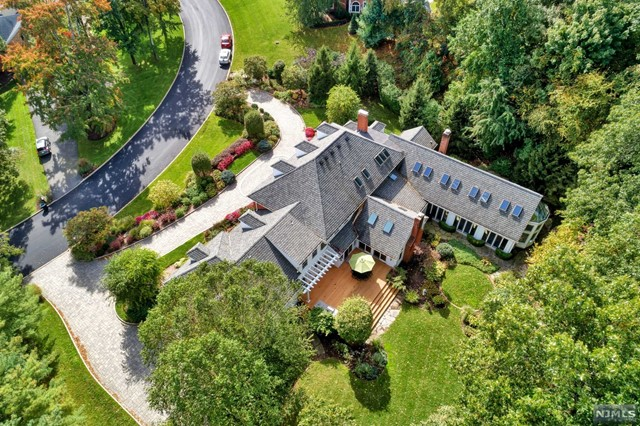 Single Family Home for Sale at 425 Devonshire Drive 425 Devonshire Drive Franklin Lakes, New Jersey 07417 United States