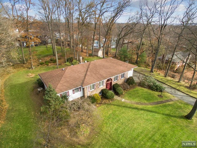 Single Family Home for Sale at 20 Roberts Court 20 Roberts Court Township Of Washington, New Jersey 07676 United States