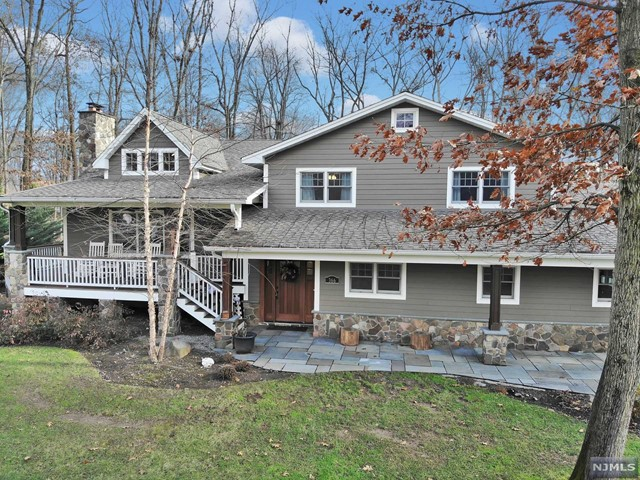 Single Family Home for Sale at 366 Harvey Court 366 Harvey Court Wyckoff, New Jersey 07481 United States
