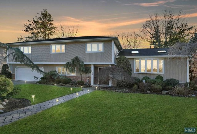 Single Family Home for Sale at 217 Beechwood Road 217 Beechwood Road Oradell, New Jersey 07649 United States