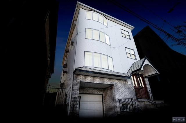 Villas / Townhouses for Sale at 10 Merchant Street 10 Merchant Street Newark, New Jersey 07105 United States
