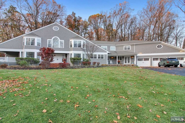 Single Family Home for Sale at 18 South Old Wood Lane 18 South Old Wood Lane Randolph, New Jersey 07869 United States