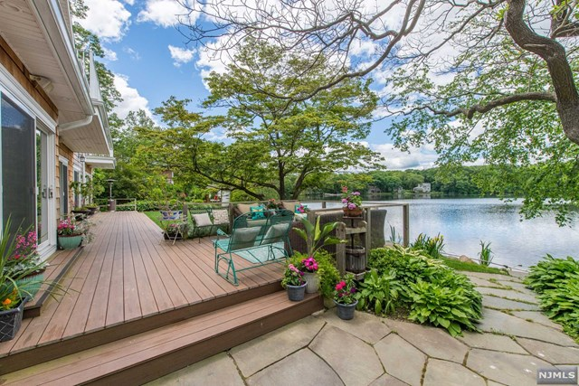 Single Family Home for Sale at 19 East Shore Road 19 East Shore Road Mountain Lakes, New Jersey 07046 United States
