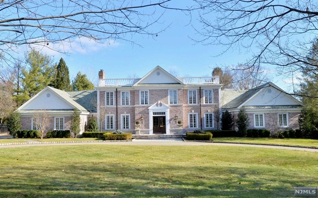 Single Family Home for Rent at 4 High Meadow Road 4 High Meadow Road Saddle River, New Jersey 07458 United States