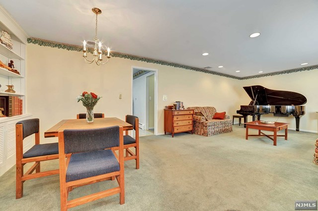 Additional photo for property listing at 7 Reid Court 7 Reid Court Mahwah, New Jersey 07430 United States