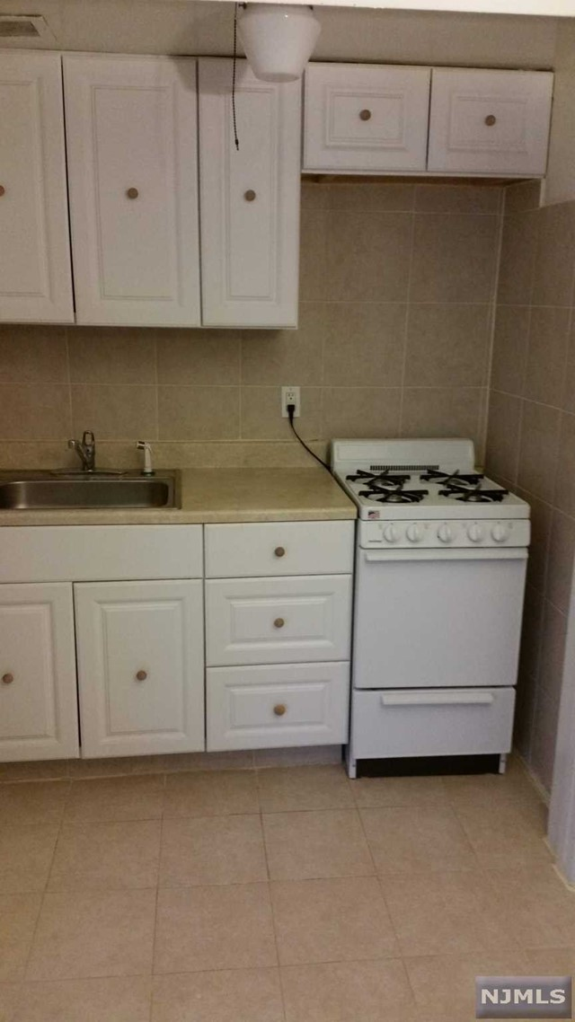 Rental Communities for Rent at 3001 Edwin Avenue 3001 Edwin Avenue Fort Lee, New Jersey 07024 United States