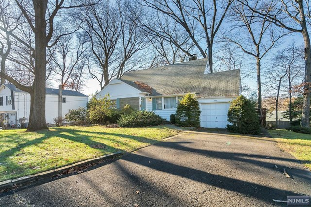 Single Family Home for Sale at 428 Beech Street 428 Beech Street Township Of Washington, New Jersey 07676 United States