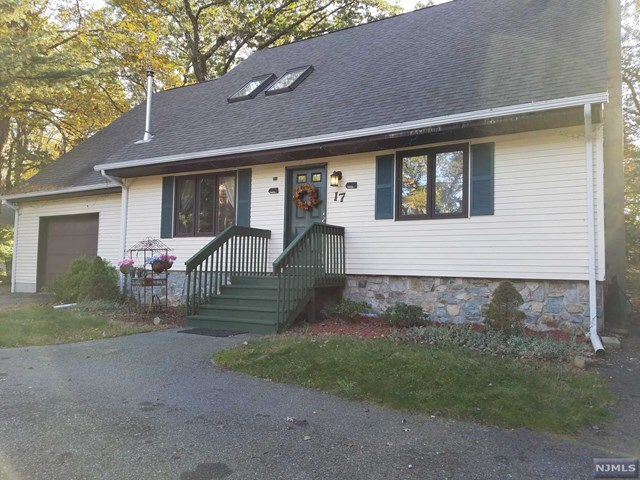 Single Family Home for Sale at 17 Leo Avenue 17 Leo Avenue Hopatcong, New Jersey 07843 United States