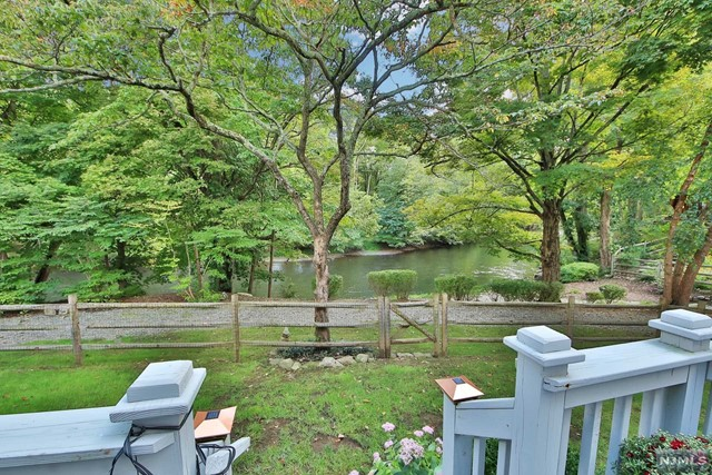 Additional photo for property listing at 10 River Dell 10 River Dell Oakland, New Jersey 07436 United States