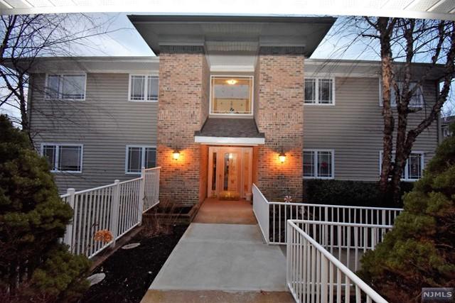 Condominium for Sale at 36 Wilshire Terrace 36 Wilshire Terrace Kinnelon, New Jersey 07405 United States