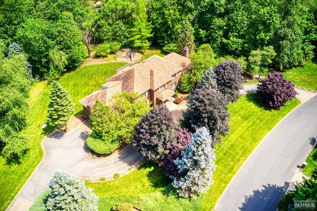 Single Family Home for Sale at 730 Galloping Hill Road 730 Galloping Hill Road Franklin Lakes, New Jersey 07417 United States