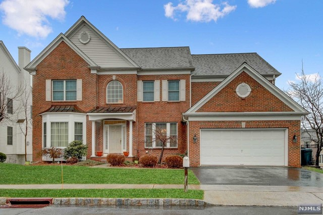 Single Family Home for Sale at 15 Commanders Court 15 Commanders Court Totowa, New Jersey 07512 United States