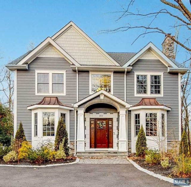 Single Family Home for Sale at 511 Franklin Avenue 511 Franklin Avenue Wyckoff, New Jersey 07481 United States