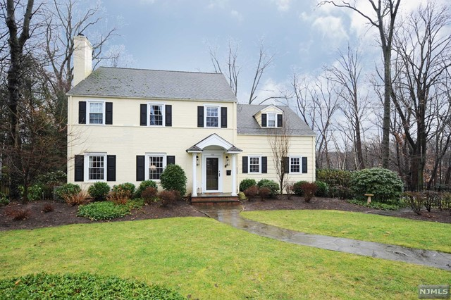 Single Family Home for Sale at 202 Mountain Avenue 202 Mountain Avenue Ridgewood, New Jersey 07450 United States