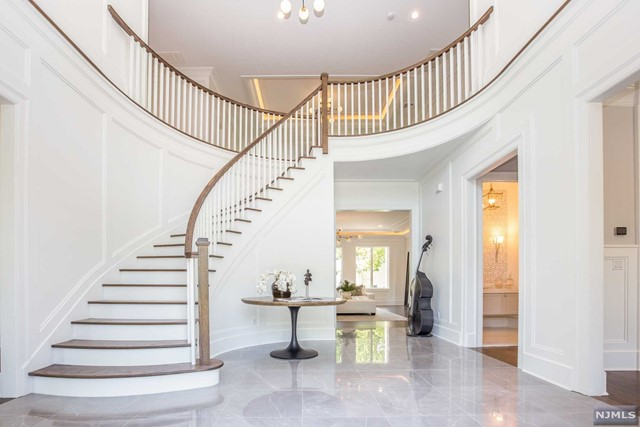 Single Family Home for Sale at 20 Lynn Drive 20 Lynn Drive Englewood Cliffs, New Jersey 07632 United States