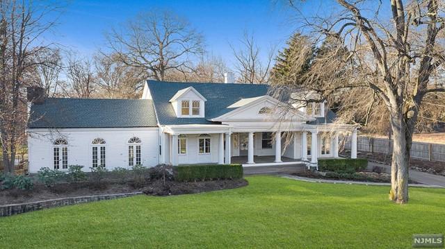 Single Family Home for Sale at 29 Knickerbocker Road 29 Knickerbocker Road Tenafly, New Jersey 07670 United States